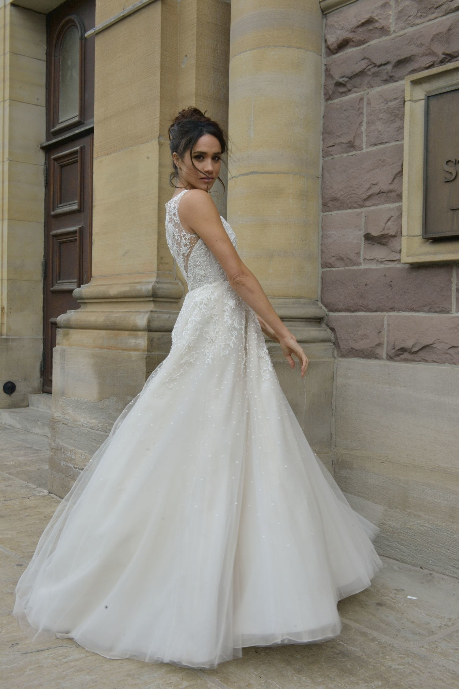 Who Designed Megan S Wedding Dress.Meghan Markle S Tiara For The Royal Wedding Which One Will She