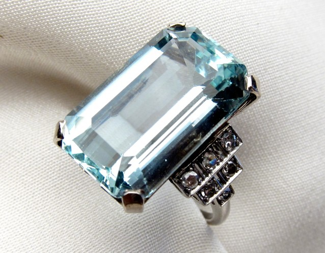Princess Diana S Aquamarine Ring Meghan S Mirror